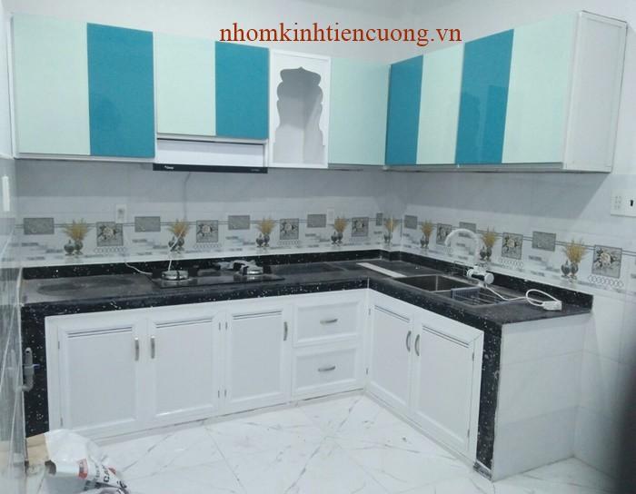 – Báo giá tủ bếp nhôm kính